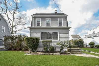 Lynbrook Single Family Home For Sale: 15 Devon St