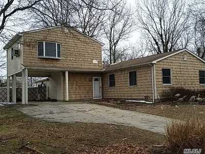 Holtsville Single Family Home For Sale: 131 13th Ave