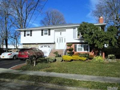 Suffolk County Multi Family Home For Sale: 608 Tompkins Ln