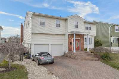 Bellmore Single Family Home For Sale: 3012 N Lee Pl