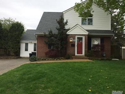 Huntington Single Family Home For Sale: 62 E Park Dr