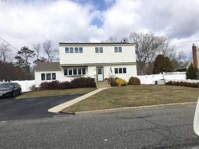 Brentwood Single Family Home For Sale: 15 Kopf St