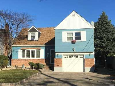 Lynbrook Single Family Home For Sale: 3 Curtis Pl