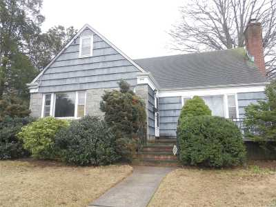 Baldwin Single Family Home For Sale: 842 Schuman Pl