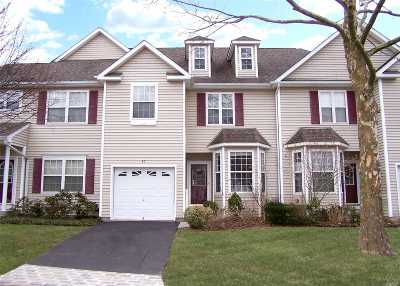 Nesconset Condo/Townhouse For Sale: 90 Deer Valley Dr