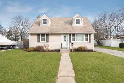 Lake Ronkonkoma Single Family Home For Sale: 37 Cherry St