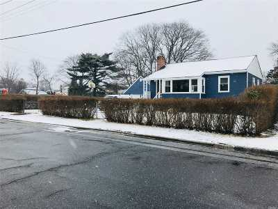 West Islip Single Family Home For Sale: 707 Keith Ln