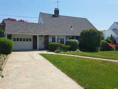 Levittown Single Family Home For Sale: 17 Wheelwright Ln
