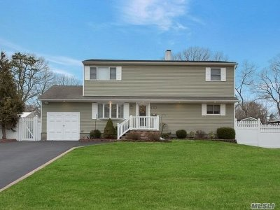Islip Single Family Home For Sale: 24 Woodcliff Rd