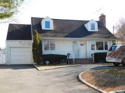 Woodmere Single Family Home For Sale: 739 Cedar Ln