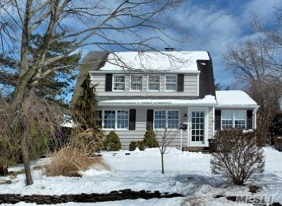 Islip Single Family Home For Sale: 15 Marvin Ln