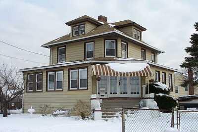 Freeport Multi Family Home For Sale: 305 Roosevelt Ave
