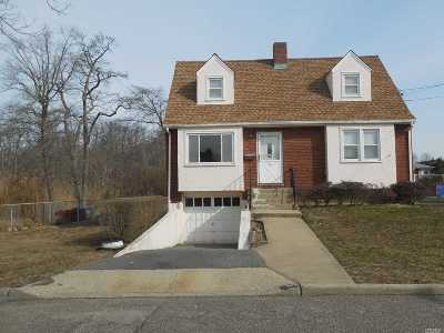Merrick Single Family Home For Sale: 60 Abbey Rd