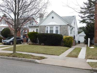 Lynbrook Single Family Home For Sale: 67 Sunrise Dr
