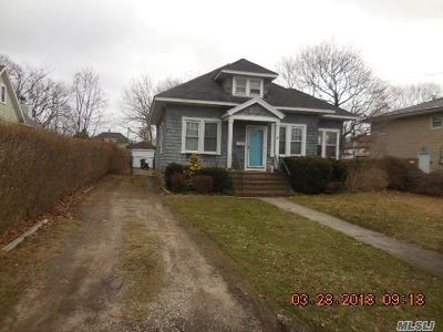 Bay Shore Single Family Home For Sale: 61 Community Rd