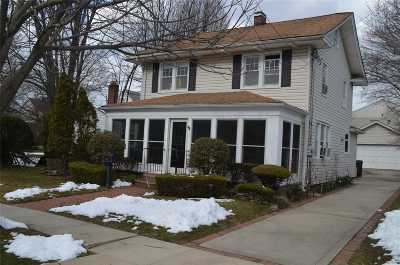 Baldwin Single Family Home For Sale: 689 Glover Pl