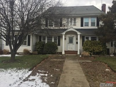 Hempstead Single Family Home For Sale: 513 Front St