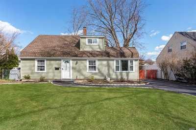 Levittown Single Family Home For Sale: 33 Gardenia Ln