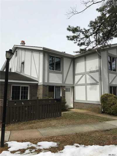 Medford Condo/Townhouse For Sale: 596 Blue Ridge Dr