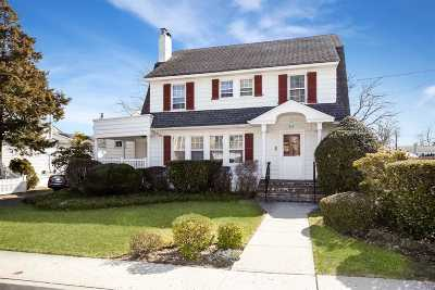 Woodmere Single Family Home For Sale: 89 Conklin Ave