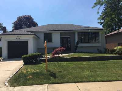 Valley Stream Single Family Home For Sale: 858 Oliver Ave