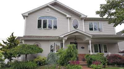 Levittown Single Family Home For Sale: 531 Whittier Ave