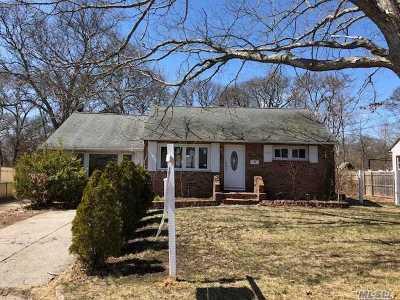 Centereach Single Family Home For Sale: 111 Noel Dr