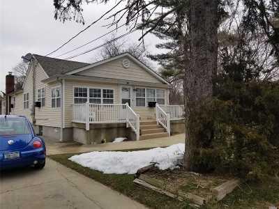 Farmingville Single Family Home For Sale: 31 Granny Rd
