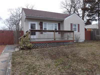 Patchogue Single Family Home For Sale: 185 Shaber Rd