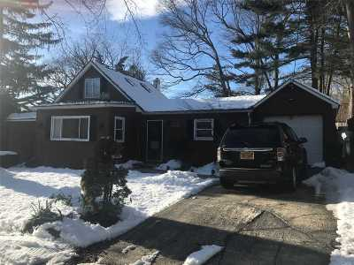 Ronkonkoma Single Family Home For Sale: 21 W 6th St