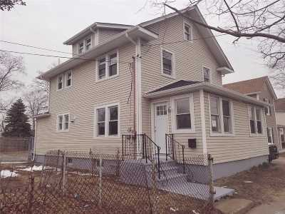 Bay Shore NY Single Family Home For Sale: $389,999