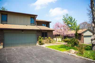Jericho Condo/Townhouse For Sale: 120 Estate Dr