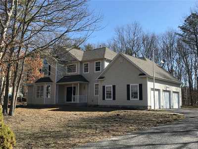 Manorville Single Family Home For Sale: 21 Hilltop Ln