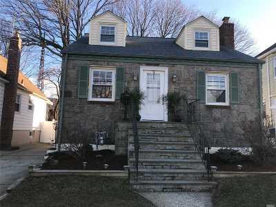 Lynbrook Single Family Home For Sale: 92 Lyon Pl