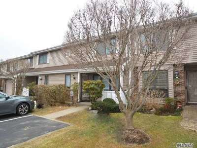 Smithtown Condo/Townhouse For Sale: 11 W Pond Ct