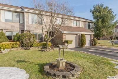 Smithtown Condo/Townhouse For Sale: 264 Pond View Ln