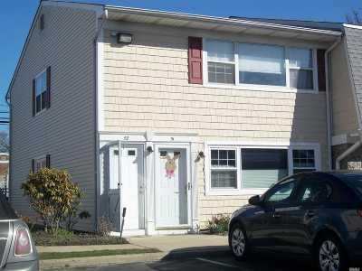 Farmingdale Condo/Townhouse For Sale