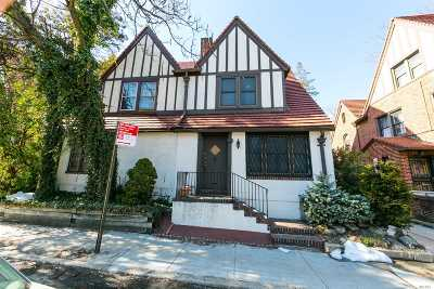 Forest Hills Single Family Home For Sale: 117-25 Union Tpke