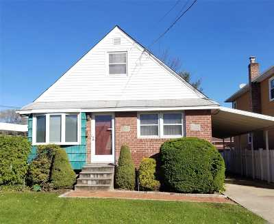 Westbury Single Family Home For Sale: 1112 Mirabelle Ave