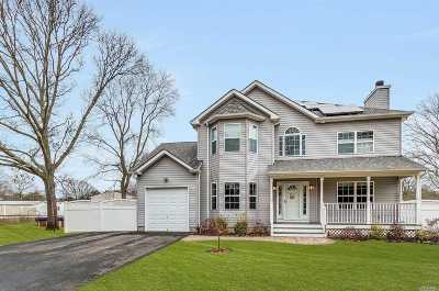 Holtsville Single Family Home For Sale: 195 5th Ave