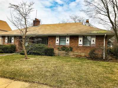 Lynbrook Single Family Home For Sale: 66. Sunset Ave