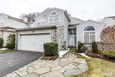 Hauppauge Condo/Townhouse For Sale: 198 Windwatch Dr