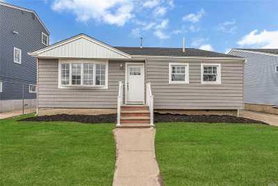 Freeport Single Family Home For Sale: 48 Howard Ave