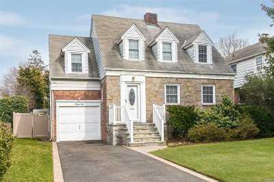 Merrick Single Family Home For Sale: 25 Central Blvd