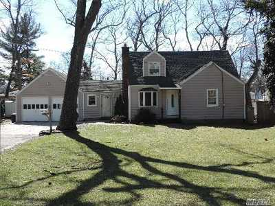 Huntington Single Family Home For Sale: 2a Meadowbrook Dr
