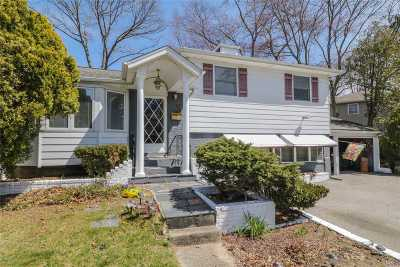 Smithtown Single Family Home For Sale: 3 Tanglewood Dr