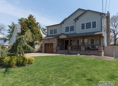Merrick Single Family Home For Sale: 2064 E Kirkwood Ave