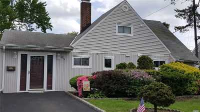 Levittown Single Family Home For Sale: 64 N Elm Dr