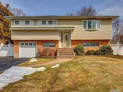 Smithtown Single Family Home For Sale: 27 Seaver Ln