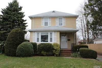 Bellmore Single Family Home For Sale: 2476 Bellmore Ave